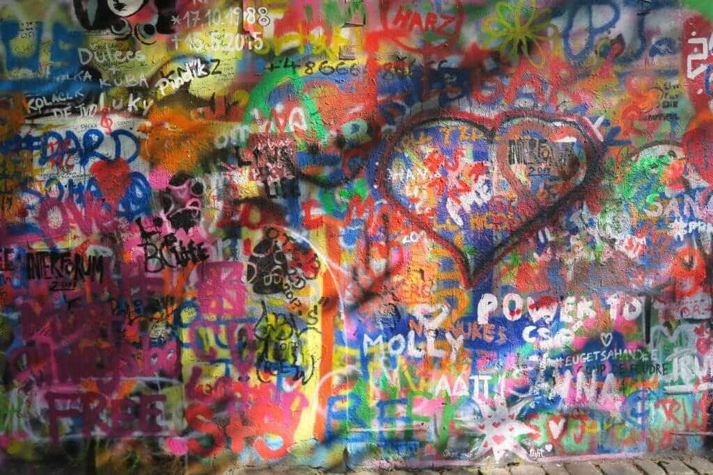 外壁の落書き